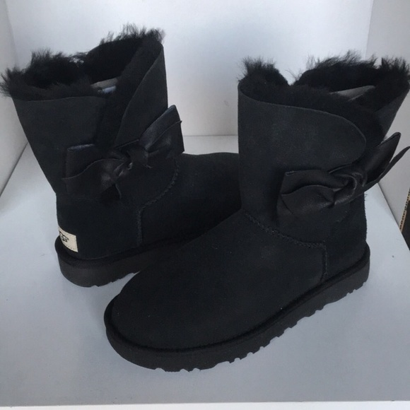 768273ea54d 😍🦃😍Black Friday Sale New Ugg Daelyn boots sz 6